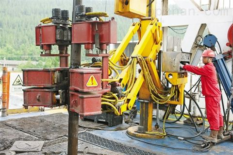 油田铁钻工研发 PLC控制 卸扣设备