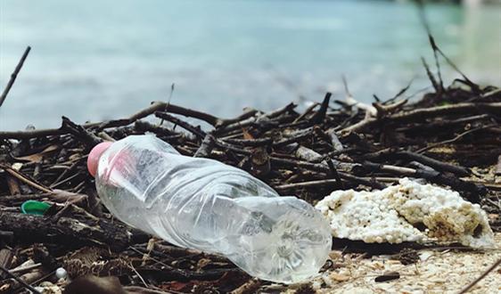 """可口可乐再""""露脸"""" 这次用海洋垃圾造饮料瓶"""